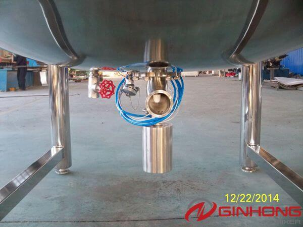 pneumatic bottom valve in 1000L steam jacketed cooker